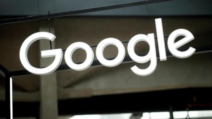 Google dianggap memaksa pengguna smartphone android menggunakan aplikasi buatan Google.