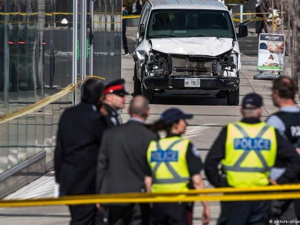 Sebanyak 10 orang tewas dan 15 orang lainnya luka-luka saat seorang pria menabrakkan van-nya ke kerumunan pejalan kaki. Pria bernama Alek Minassian tersebut telah ditangkap, namun motif masih ditelusuri. (Foto: DW (News))