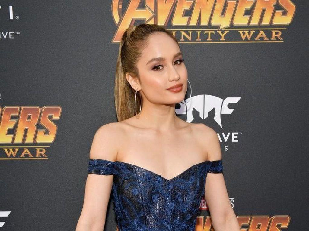 Cinta Laura Eksis di Premier Avengers: Infinity War, Lihat Gaya Seksinya
