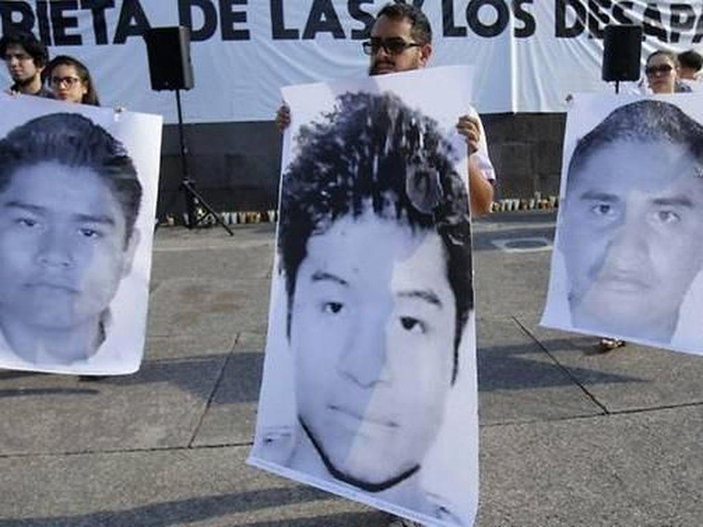 Tiga mahasiswa Meksiko menjadi korban pembunuhan yang jenazahnya dilarutkan ke dalam cairan asam. Dua tersangka telah ditangkap, tersisa 6 orang lain yang masih diburu. (Foto: AFP/ULISES RUIZ)