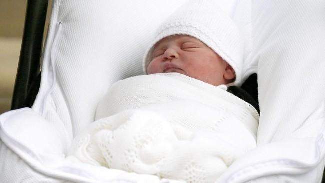 Nama sang bayi diprediksi baru akan diumumkan oleh keluarga Kerajaan Inggris pada beberapa hari ke depan. Nama Pangeran George dan Putri Charlotte diumumkan dua hari setelah kelahiran mereka.(REUTERS/Henry Nicholls)