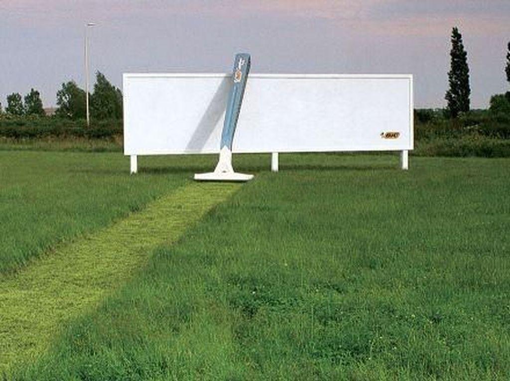 Iklan Billboard Ini Bikin Mata Tercengang