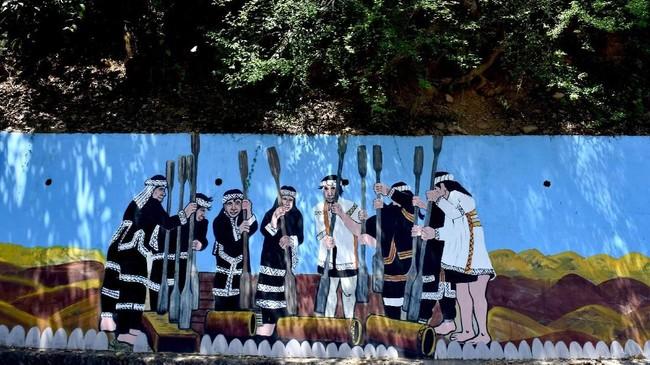 Dari jumlah tersebut, ada 16 suku asli yang diakui pemerintah, yakni Atayal, Seediq, Truku, Saisiyat, Bunun, Thao, Tsou, Kanakanavu, Hla'alua, Rukai, Paiwan, Amis, Sakizaya, Kavalan, Puyuma dan Yami. Mereka tersebar di daerah pegunungan di Taiwan. (ANTARA FOTO/Prasetyo Utomo)