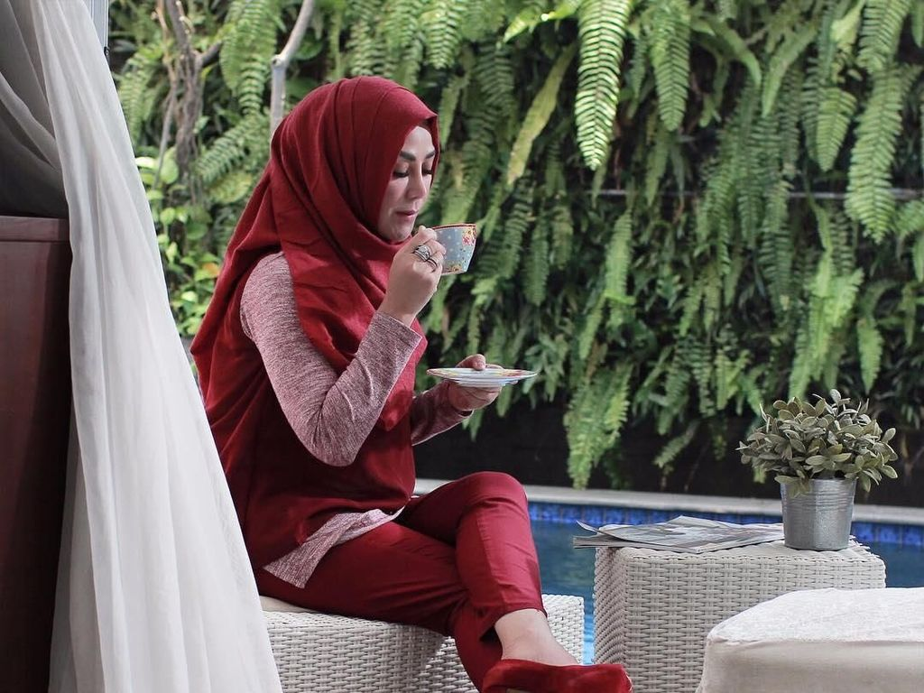Mengintip 10 Gaya Kulineran Amy Qanita, Ibunda Raffi Ahmad