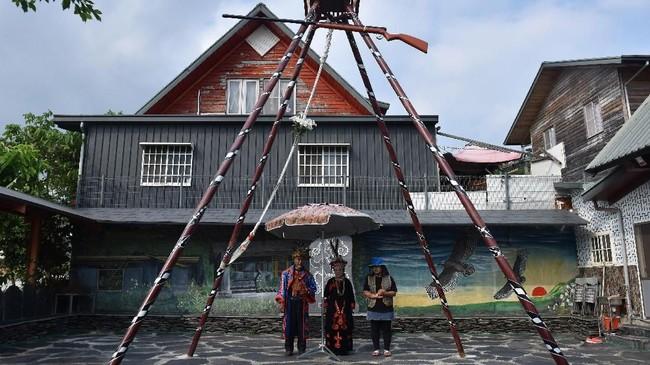 Pemerintah Taiwan mendirikan Indigenous People Cultural Foundation untuk menyebarkan informasi tentang penduduk asli melalui media. Ada juga Taiwan Indigenous People Cultural Park, taman budaya seluas 82 hektare di Pingtung, kota di selatan Taiwan. (ANTARA FOTO/Prasetyo Utomo)