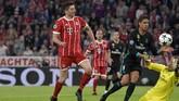 Peluang terakhir Bayern Munchen tercipta pada menit ke-88 ketika Robert Lewandowski tinggal berhadapan dengan kiper Real Madrid Keylor Navas, tapi tendangannya masih menyamping di sisi kiri gawang. (REUTERS/Thorsten Wagner)