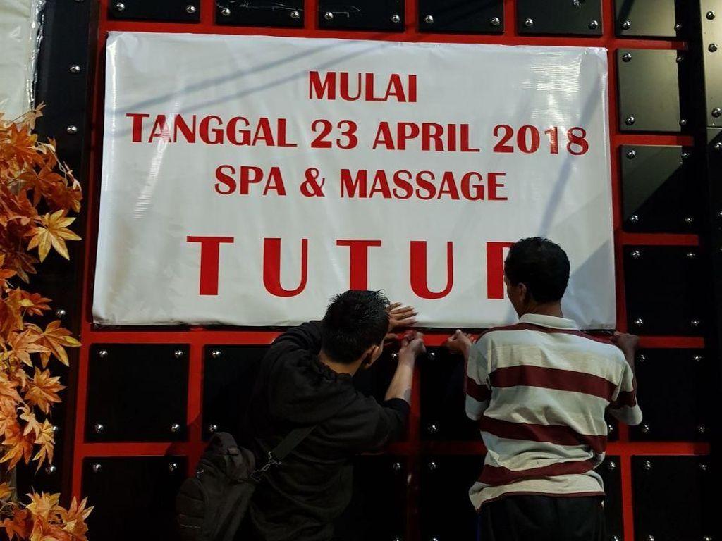Pemprov DKI telah meminta keterangan manajemen Griya Pijat G2, Kebayoran Lama, Jakarta Selatan, terkait dugaan kegiatan prostitusi di tempat tersebut. Belum ada hasil dari pemeriksaan, pihak Griya Pijat G2 memilih menutup sendiri usahanya. (Foto: Dok. Disparbud DKI)