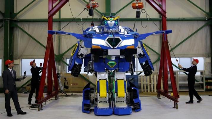 FOTO: Seperti Transformers, Mobil Ini Bisa Jadi Robot