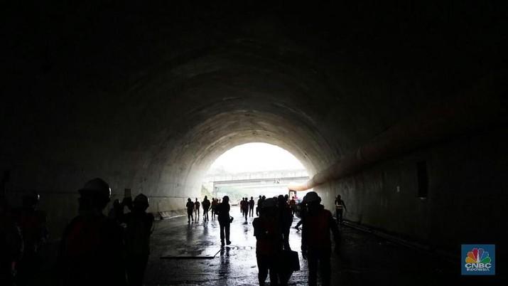 Pekerja Terowongan Tembus Bukit Cisamdawu 32% Asal China