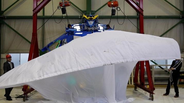 J-deite RIDE adalah mobil yang dapat menjadi robot.