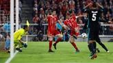 Bayern Munchen sebenarnya punya banyak peluang untuk setidaknya menyamakan kedudukan, tapi sejumlah peluang termasuk yang didapat Thomas Mueller pada menit ke-68 gagal menjadi gol. (REUTERS/Kai Pfaffenbach)