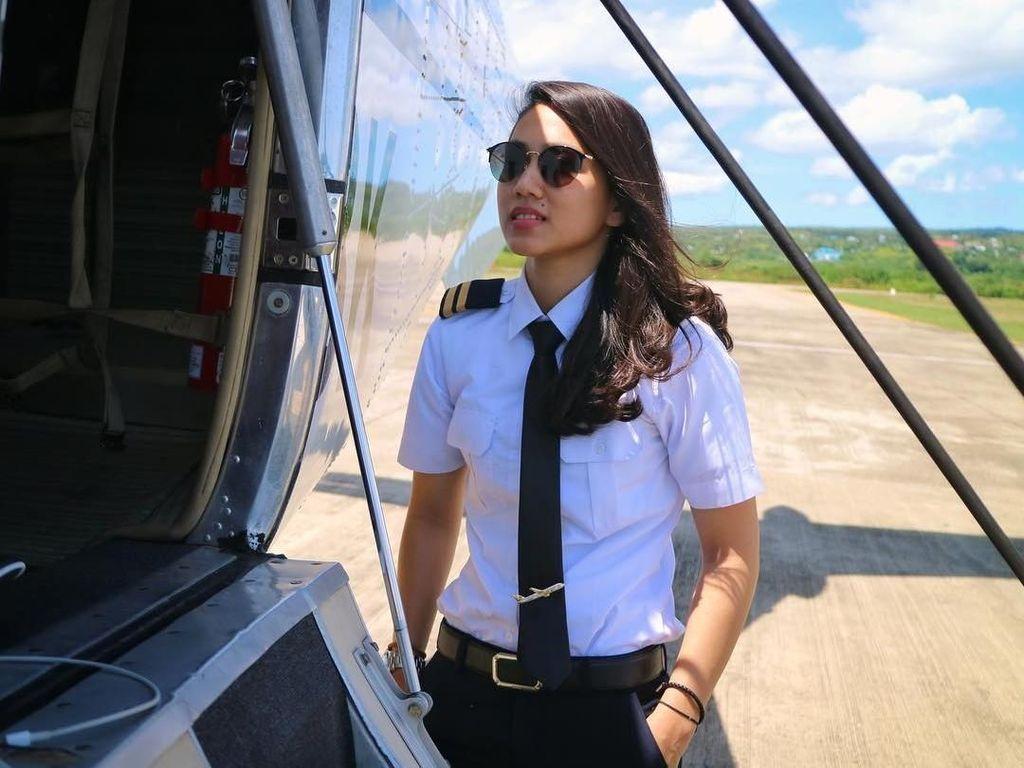 Pesona Athira Farina, Pilot Cantik Multitalenta yang Jadi Idola di Medsos