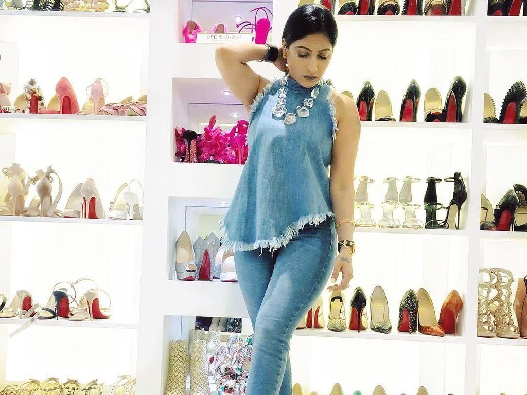 Koleksi Sepatu YouTuber India yang Nggak Kalah Mewah dari Kim Kardashian
