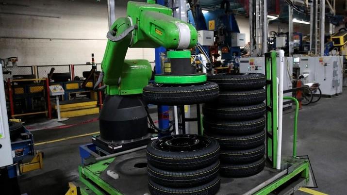 Pabrik ban juga bersiap penggunaan robot.