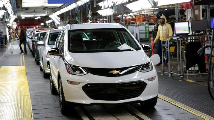 Hengkangnya GM dan penurunan KKB merupakan contoh nyata bagaimana industri otomotif Tanah Air sedang megap-megap. Apa penyebabnya?