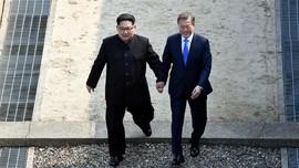 FOTO: Pertemuan Bersejarah Kim Jong-un dan Moon Jae-in