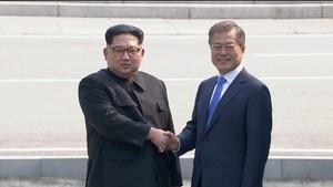 Disambut Moon Jae-in, Kim Jong-un Jejakkan Kaki di Korsel
