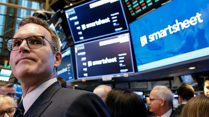 Smartsheet Inc. President and CEO Mark Mader attends his company's IPO on the floor of the New York Stock Exchange (NYSE) in New York, U.S., April 27, 2018. REUTERS/Brendan McDermid
