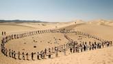Penyelenggara kelas yoga menawarkan kegiatan lain, semua berada dalam lingkup alam dengan pemandangan padang pasir yang menakjubkan.