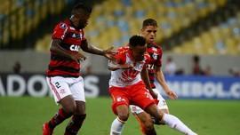 Fan Penuhi Tubuh dengan Tato Gambar Kostum Klub Flamengo