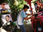 FOTO: Di Kampung Bola, Cukur Rambut a La Ronaldo Cs Gratis!