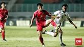Gelandang Muhammad Hargianto menjadi salah satu pemain Timnas Indonesia yang mendapat kartu kuning karena permainan kerasnya. (CNN Indonesia/Andry Novelino)