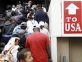 FOTO: Rombongan Imigran Tertahan di Perbatasan AS