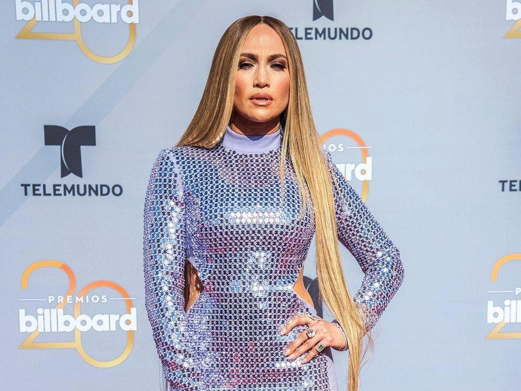 Rambut Super Panjang, Jennifer Lopez Bak Rapunzel di Dunia Nyata