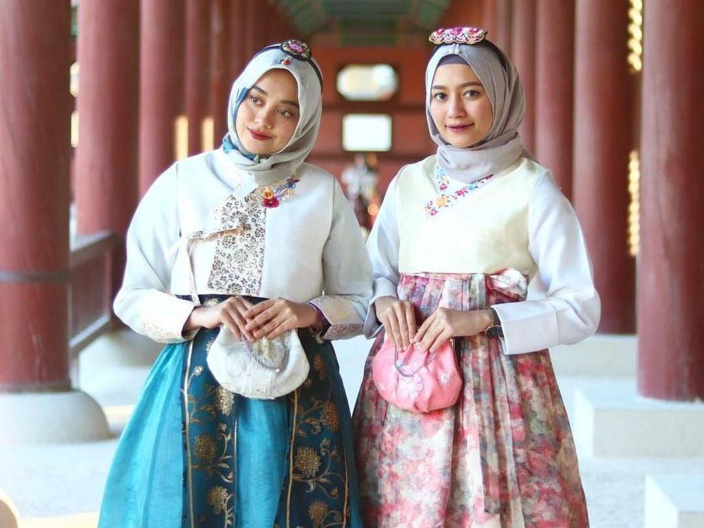 Cantiknya Dian Pelangi hingga Natasha Rizky Pakai Hijab dengan Hanbok