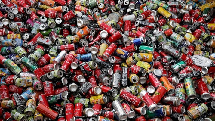 FILE PHOTO: Recycle cans are seen at Veolia Proprete France Recycling company in Gennevilliers, near Paris, France August 24, 2017. REUTERS/Benoit Tessier/File Photo                        GLOBAL BUSINESS WEEK AHEAD