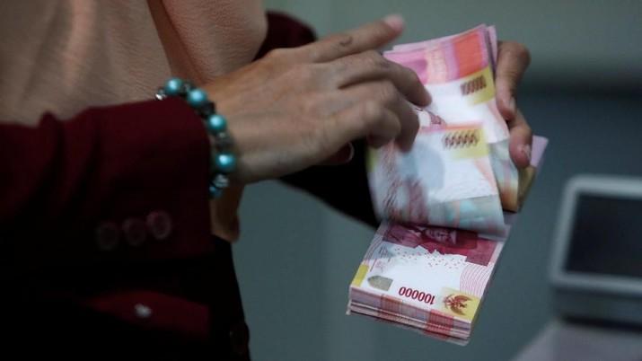 Pukul 11:00 WIB: Bank Beli Dolar AS di Bawah Rp 14.000