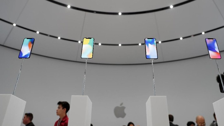 FILE PHOTO: Apple iPhone X samples are displayed during a product launch event in Cupertino, California, U.S. September 12, 2017. REUTERS/Stephen Lam/File Photo                        GLOBAL BUSINESS WEEK AHEAD