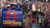 Barcelona menjadi penguasa Spanyol pada musim 2017/2018 setelah tampil menjadi juara La Liga dan Copa del Rey. Selain itu Barca juga meraih gelar Supercopa de Espana. (REUTERS/Albert Gea)