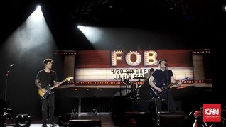 Fall Out Boy Manjakan Penggemar di Singapura