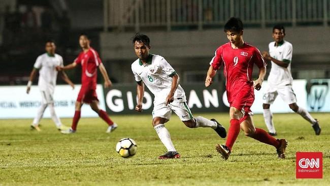 Korea Utara yang di pertandingan pertama ditahan imbang Uzbekistan, untuk kali kedua bermain imbang di PSSI Anniversary Cup 2018 setelah ditahan imbang tanpa gol oleh Timnas Indonesia. (CNN Indonesia/Andry Novelino)