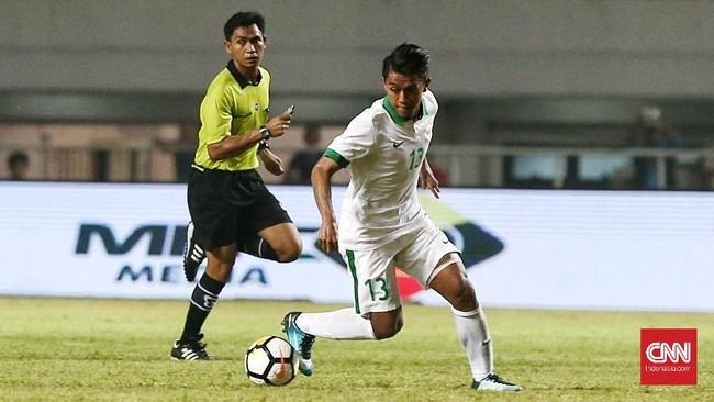 Kecepatan para pemain sayap Timnas Indonesia seperti Febri Hariyadi sempat merepotkan lini pertahanan Korea Utara, namun tim Merah Putih selalu gagal dalam penyelesaian akhir. (CNN Indonesia/Andry Novelino)