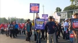 VIDEO: Buruh Mulai Berkumpul di Depan Istana