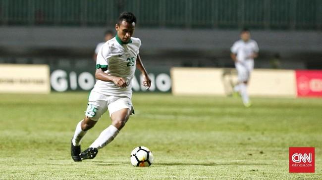 Di babak kedua Luis Milla memasukkan pemain Persebaya Surabaya Osvaldo Haay untuk menambah daya gedor Timnas Indonesia. (CNN Indonesia/Andry Novelino)