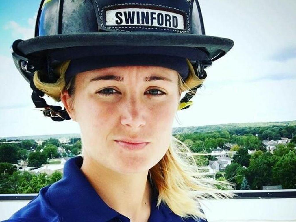 Terpesona Stacey, Pemadam Kebakaran Cantik Siap Bikin Adem Hati yang Panas