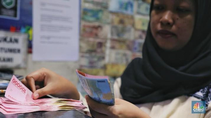 Namun hari ini, nilai tukar rupiah bergerak menguat sehingga mempengaruhi risiko utang Indonesia.