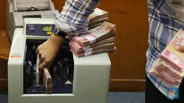 Fitch: Ekonomi RI Tumbuh 5,5%, Rupiah di Bawah Rp 14.000/US$!