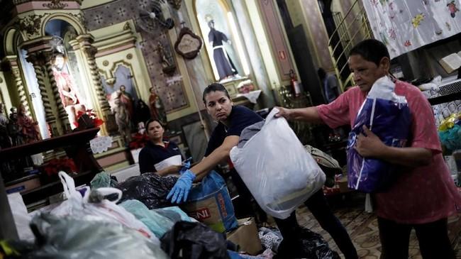 Pemerintah kota juga menyatakan sebanyak 150 bangunan di daerah tersebut dihuni oleh kelompok penghuni ilegal yang terorganisir. (REUTERS/Nacho Doce)