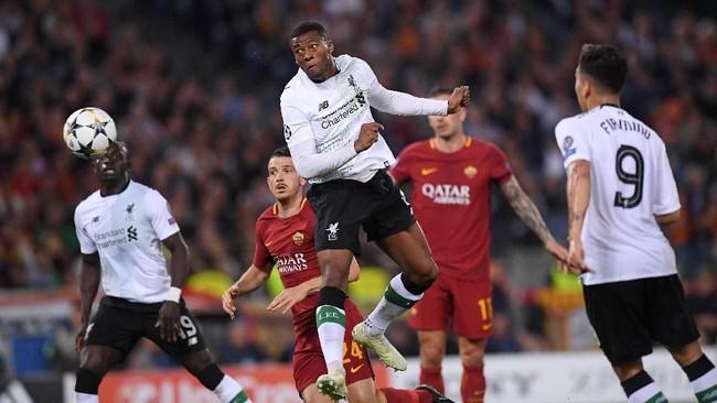 Liverpool berbalik unggul 2-1 melalui gol sundulan Georginio Wijnaldum pada menit ke-25 setelah lolos jebakan offside. (REUTERS/Alberto Lingria)
