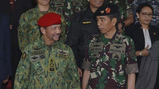 Jokowi Sebut Brunei Darusalam Beli Senjata Buatan BUMN