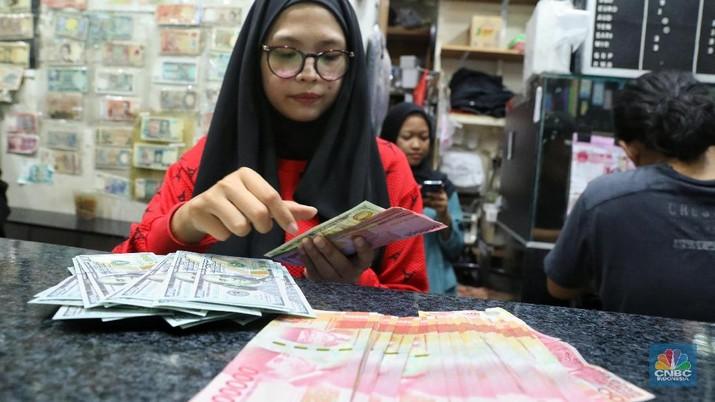 Nilai tukar rupiah hari ini melemah 0,21% dibandingkan posisi penutupan perdagangan hari sebelumnya.