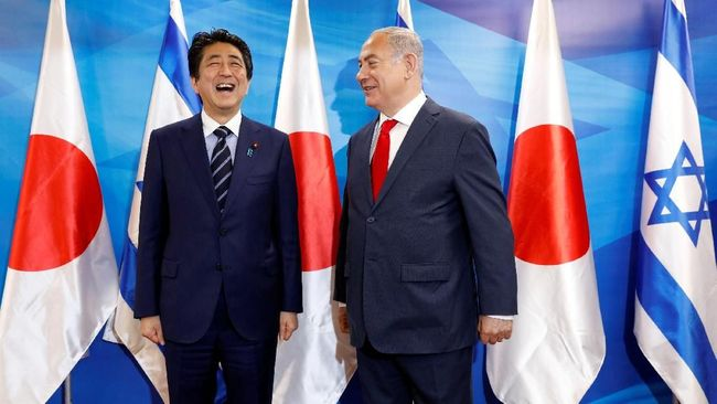 PM Jepang, Netanyahu Sajikan Hidangan Penutup di Sepatu CNN Indonesia Jamu PM Jepang, Netanyahu Sajikan Hidangan Penutup di Sepatu