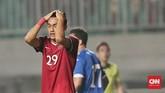 Gelandang Timnas Indonesia Septian David Maulana bereaksi setelah gagal mencetak gol penalti ke gawang timnas Uzbekistan. (CNN Indonesia/Andry Novelino)