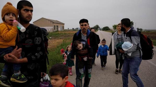 Hampir 500 ribu pengungsi dan imigran melintas dari Turki ke pulau-pulau wilayah Yunani pada 2015. (REUTERS/Alkis Konstantinidis)