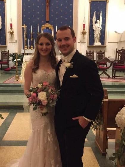 Pasangan Menikah Bertemu Lewat Tinder, Ada Kisah Mengagetkan di Baliknya