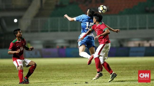 Dari tiga pertandingan di PSSI Anniversary Cup 2018, Timnas Indonesia meraih dua hasil imbang dan satu kekalahan. Satu-satunya kekalahan terjadi di tangan timnas Bahrain. (CNN Indonesia/Andry Novelino)